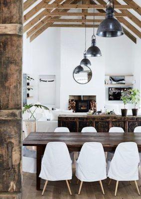 barn-house-dining